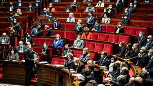 Le Premier ministre lors des questions au gouvernement, à l'Assemblée nationale, à Paris, le 19 janvier 2021. (BOUZAS / HANS LUCAS / AFP)