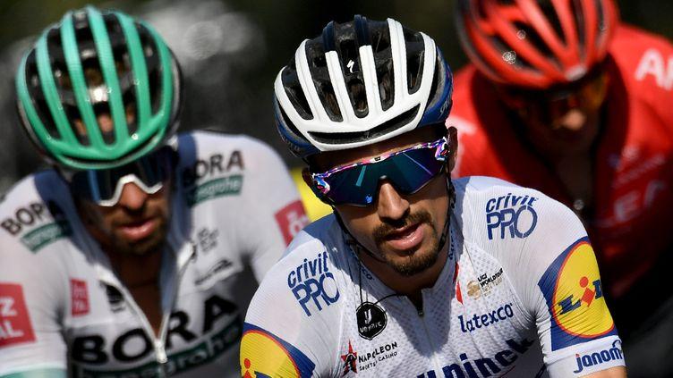 Julian Alaphilippe (Deceuninck) à l'avant de la course (MARCO BERTORELLO / AFP)