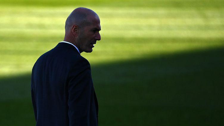 Zinedine Zidane, l'ex-entraîneur du Real Madrid, le 13 mars 2021. (GABRIEL BOUYS / AFP)