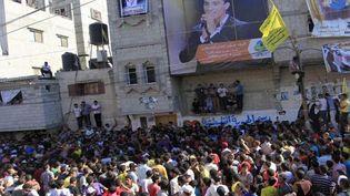 La foule attend devant la maison de Mohammad Assaf le 25 juin 2013 àà Khan Yunis, dans la bande de Gaza  (SAID KHATIB / AFP )