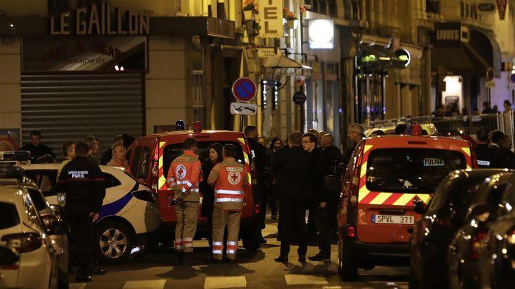 Le soir de l'attaque au couteau, à Paris, le 12 mai 2018. (THOMAS SAMSON / AFP)