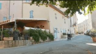 Le village de Chateaudouble, dans le Var, s'apprête à accueillir 72 migrants. Les habitants sont divisés quant à ces nouveaux arrivants qui seront logés dans une ancienne maison de retraite dès la fin de la semaine.b (FRANCEINFO)
