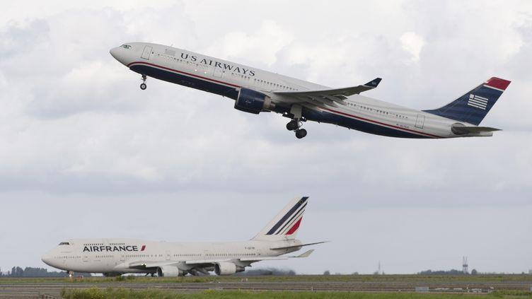 Décollage d'un avion de l'US Airways de l'aéroport Charles-de-Gaulle, le 18 août 2014. (KENZO TRIBOUILLARD / AFP)
