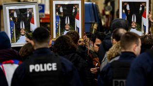 """Une manifestation du collectif ANV-COP 21 et des """"Décrocheurs de portraits"""" à Paris le 22 octobre 2020. (CHRISTOPHE ARCHAMBAULT / AFP)"""