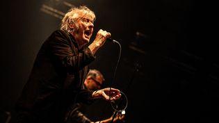 Le chanteur belge Arno en concert au Trianon de Paris (France), le 11 février 2020. (CHRISTOPHE ARCHAMBAULT / AFP)