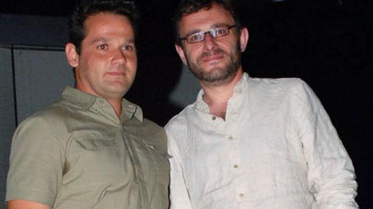 """Jean-Robert Viallet (G) et Mathieu Verboud récompensés (3/09/2007) en Egypte pour leur film, """"Une Femme a Abattre"""". (AFP/AMRO MARAGHI)"""