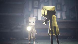 Une scène du jeu Little Nightmares 2, avec les deux héros. (Bandai Namco)