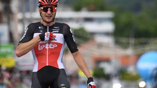 Brent Van Moer savoure sa victoire lors de la 1ère étape du Critérium du Dauphiné, le 30 mai 2021. (ALAIN JOCARD / AFP)