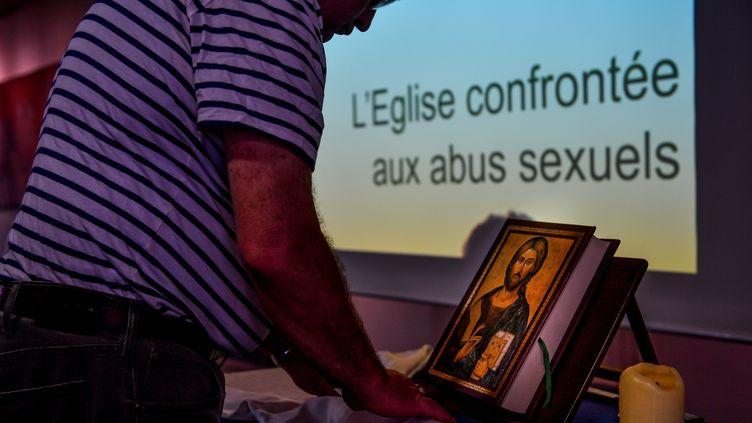 Une réunion sur le thème des abus sexuels dans l'Eglise, organisée le 2 mai 2019 à Lomme (Hauts-de-France) (PHILIPPE HUGUEN / AFP)