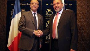 Le chef de la diplomatie française Alain Juppé et son équivalent israëlien Avigdor Lieberman le 1er juin 2011 (AFP/DANIEL BAR-ON)