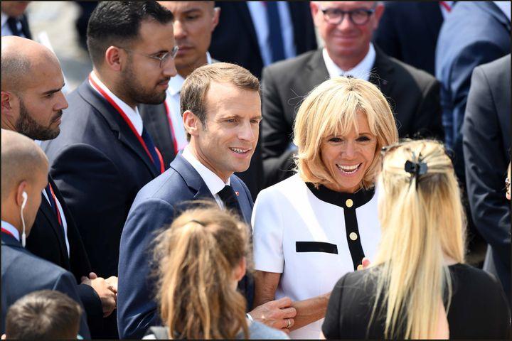 Il y a encore quelques jours, Alexandre Benalla escortait le couple présidentiel, Emmanuel et Brigitte Macron, lors du défile militaire, place de la Concorde, le 14 juillet 2018. (LUC NOBOUT / MAXPPP)