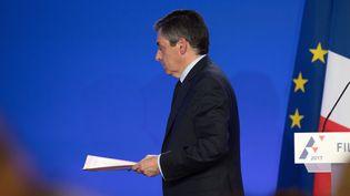 François Fillon quitte sa conférence de presse organisée lundi 6 février 2017 à son QG de campagne parisien. (PHILIP ROCK / ANADOLU AGENCY / AFP)