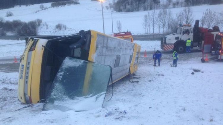 (L'accident a eu lieu sur une route enneigée entre Pontarlier et Morteau© MaxPPP)