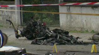 Samedi 10 octobre, à Loches (Indre-et-Loire), un petit ULM est entré en collision avec un avion de tourisme, faisant cinq morts. (FRANCE 2)
