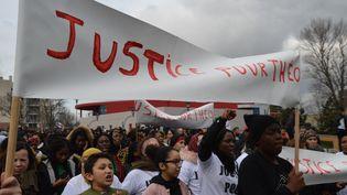 """Plusieurs centaines de personnes ont défilé lundi 6 février à Aulnay-sous-Bois, réclamant """"Justice pour Théo"""". (CITIZENSIDE/ALPHA CIT / CITIZENSIDE)"""