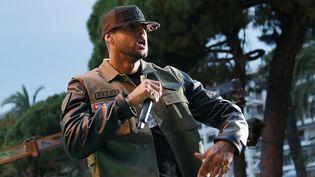 Le rappeur Booba se produit sur le plateau de Canal+, le 19 mai 2014, à Cannes (Alpes-Maritimes). (LOIC VENANCE / AFP)
