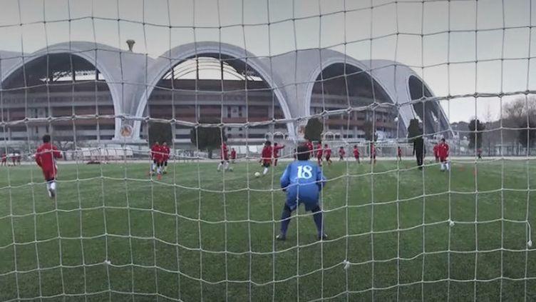 Football aérobic en Corée du Nord (FRANCEINFO)