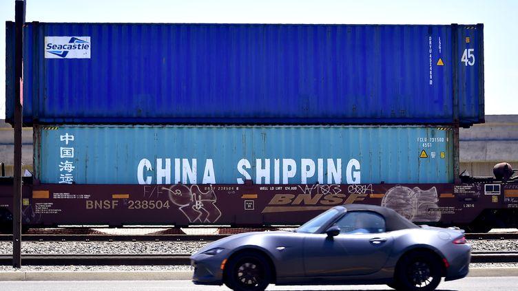 Un container destiné à la Chine, sur le port de Long Beach en Californie aux États-Unis. (FREDERIC J. BROWN / AFP)