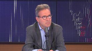 """Martin Hirsch,directeur général de l'Assistance Publique-Hôpitaux de Paris était l'invité du """"8h30franceinfo"""", lundi 13 septembre 2021. (FRANCEINFO / RADIOFRANCE)"""