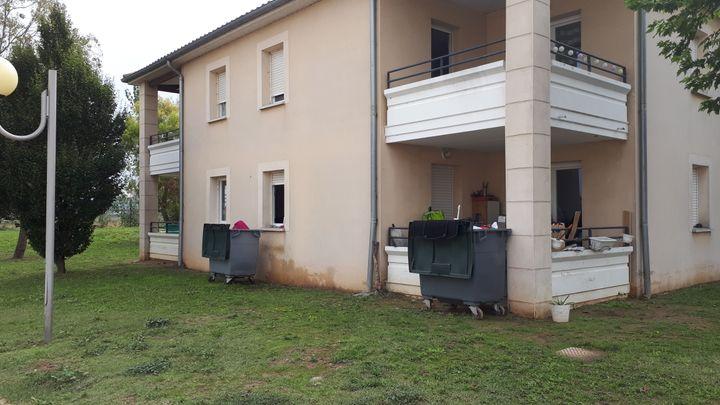 Un bâtiment récent touché par les inondations du 15 octobrec 2018, à Carcassonne, près de l'hôpital. (BENJAMIN MATHIEU / RADIO FRANCE)