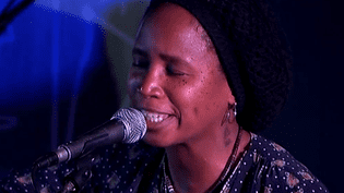 "Natalia M. King revient avec un nouvel album, ""Bluezin T'il Dawn"".  (France 3 Culturebox)"