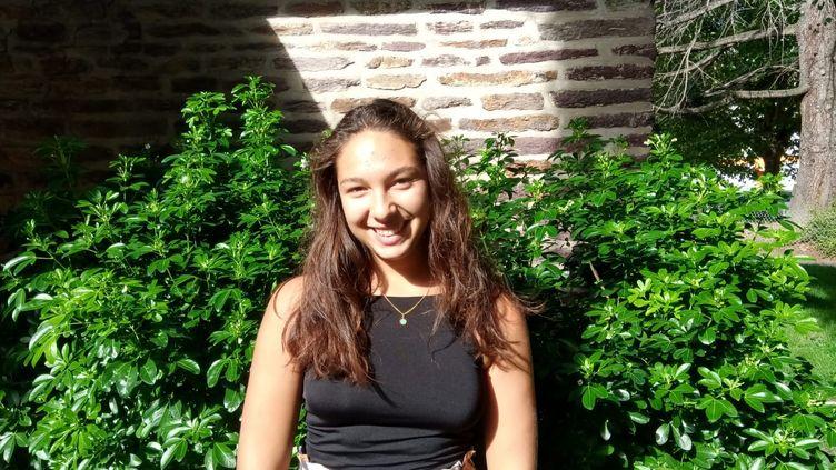 Charline Batel, 20 ans,étudiante à Rennes, a passé 4 semaines en wwoofing, dans une exploitation en Haute-Loire.  (ISABELLE MORAND / RADIO FRANCE / FRANCE INFO)
