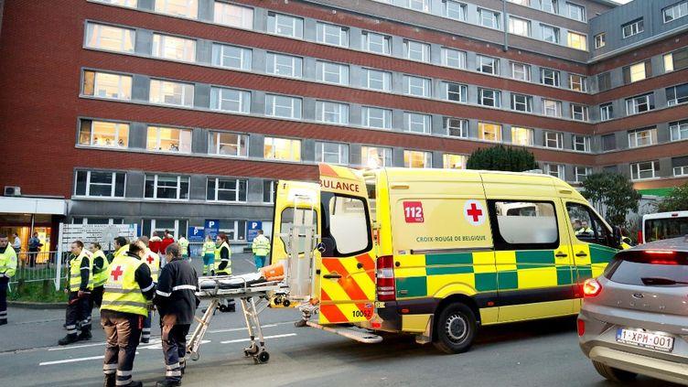 Des patients atteints du coronavirus sont pris en charge à la clinique Saint-Joseph à Liège (Belgique), le 20 mars 2020. (BRUNO FAHY / BELGA / AFP)