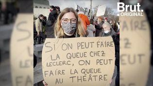 """VIDEO. Pour une manifestante, """"la fermeture des théâtres et des lieux culturels est un non-sens"""" (BRUT)"""