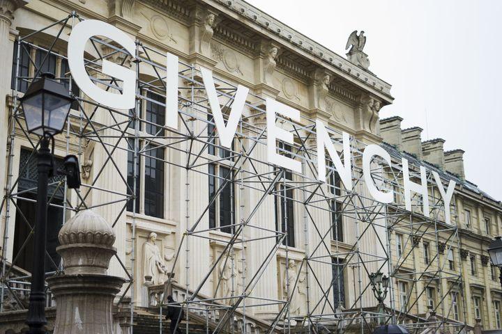 La marque Givenchy en haut des marches du Palais de Justice, mars 2018 à Paris  (Nataliya Petrova / NurPhoto)
