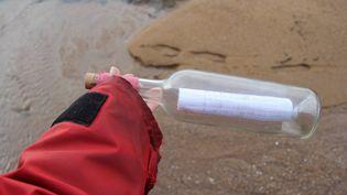 La bouteille a été lancée à la mer depusi les Etats-Unis et a parcouru près de 6000 kilomètres. (MAXPPP)