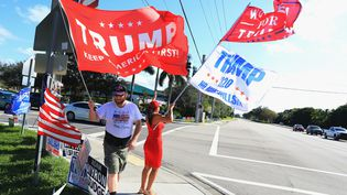 Des supporters de Donald Trump en Floride, mercredi 3 novembre 2020. (BRUCE BENNETT / GETTY IMAGES NORTH AMERICA)