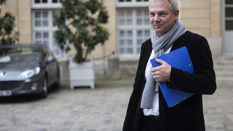 Thierry Lepaon, secrétaire général de la CGT quitte la réunion sur la réforme fiscale à Matignon, le 25 novembre 2013. (FRED DUFOUR / AFP)