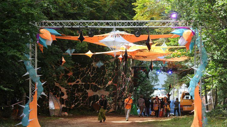 Le décors du Hadra Trance festival, lors de son édition 2014, dernière à avoir lieu à Lans-en-Vercors. (JEAN-PIERRE CLATOT / AFP)