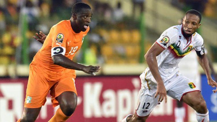 Yaya Touré (Côte d'Ivoire) face à Seydou Keita (Mali) (ISSOUF SANOGO / AFP)