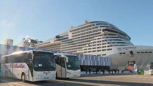 Les voyagistes demandent à être reçus de manière urgente par le gouvernement. L'activité est en baisse en février à cause du Covid-19. Les ports tournent également au ralenti, notamment à Marseille (Bouches-du-Rhône). (France 2)