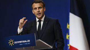 Le président français, Emmanuel Macron, lors d'un déplacement à Porto (Portugal), le 8 mai 2021. (JOSE COELHO / AFP)