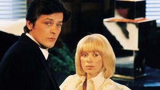 Les comédiens Alain Delon et Mireille Darc dans le film Les Seins de glace, en 1974. (LIRA FILMS / AFP)