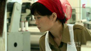 """VIDEO. """"Héroïne du travail"""" en Corée du Nord, ou l'illusion d'un régime parfait (ENVOYÉ SPÉCIAL (NATHALIE TOURRET EET JULIEN ALRIC / FRANCE 2))"""