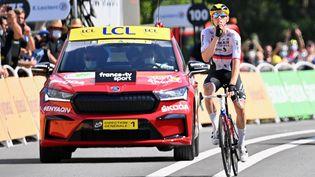 Matej Mohoric sur la ligne d'arrivée à Libourne, sur la 19e étape du Tour de France 2021. (PETE GODING / BELGA MAG)