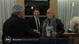 Fabrice Luchini rencontre des maires. (France 2)
