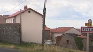 Du haut de ses 55 habitants, Esteil n'a trouvé personne pour se présenter aux élections. (France 2)