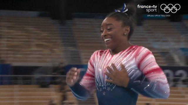 L'Américaine Simone Billes est de retour en compétition ! Elle a longuement été ovationnée avant son passage en finale de poutre d'équilibre. Elle obtient le score de 14.000.