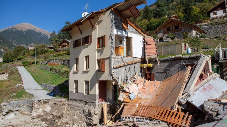 Une maison dévastée par la tempête Alex à Saint-Martin de Vésubie (Alpes-Maritimes), le 2 octobre 2020. (JEF BAECKER / HANS LUCAS / AFP)