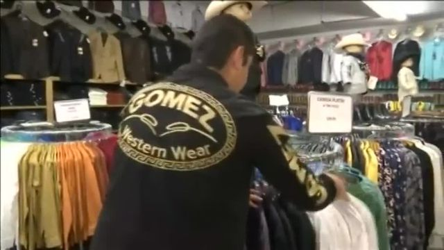 "La chemise du baron mexicain de la drogue Joaquín ""El Chapo"" est dorénavant en vente à Dallas"