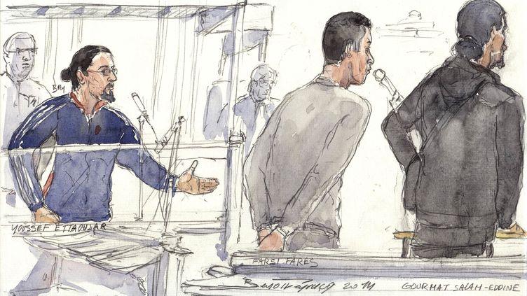 Youssef Ettaoujar, Fares Farsi et Salah-Eddine Gourmat (de gauche à droite) à la barre du tribunal correctionnel de Paris, le 30 janvier 2014. (BENOIT PEYRUCQ / AFP)