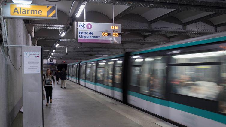 Un quai de la ligne 4 du métro parisien, le 27 août 2018, à Paris. (ESTELLE RUIZ / NURPHOTO / AFP)