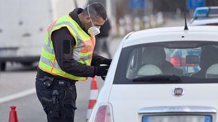Contrôle de police à la frontière allemande (image d'illustration). (FRANK HOERMANN / SVEN SIMON)