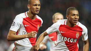 Les attaquants monégasques Fabinho et Mbappé lors de la8e de finale retour de la Ligue des championscontre Manchester City, le 15 mars, au Stade Louis II, à Monaco. (VALERY HACHE / AFP)