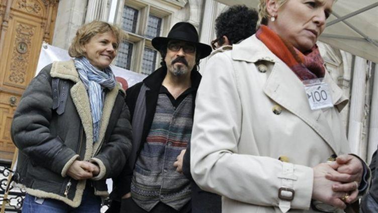 Florence Aubenas, le Goncourt Atiq Rahimi et Elise Lucet (8 mars 2010) (AFP/PATRICK KOVARIK)