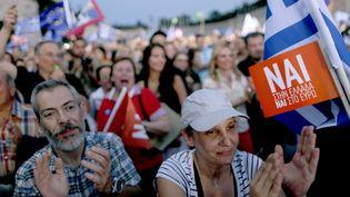 """Les partisans du """"oui"""" lors d'un rassemblement à Athènes(Grèce), le3 juillet 2015. (CHRISTIAN HARTMANN / REUTERS)"""